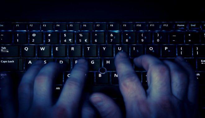"""Προσοχή: Επιτήδειοι """"προσφέρουν"""" τηλεφωνικές λύσεις για υπολογιστές και κλέβουν μέχρι και e-banking"""