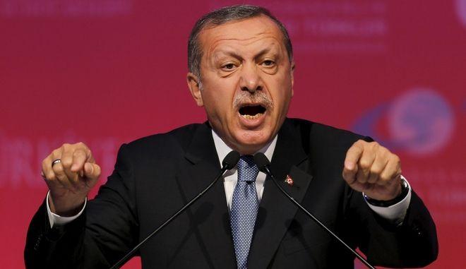 Εκτός ελέγχου η κόντρα Γιούνκερ - Ερντογάν