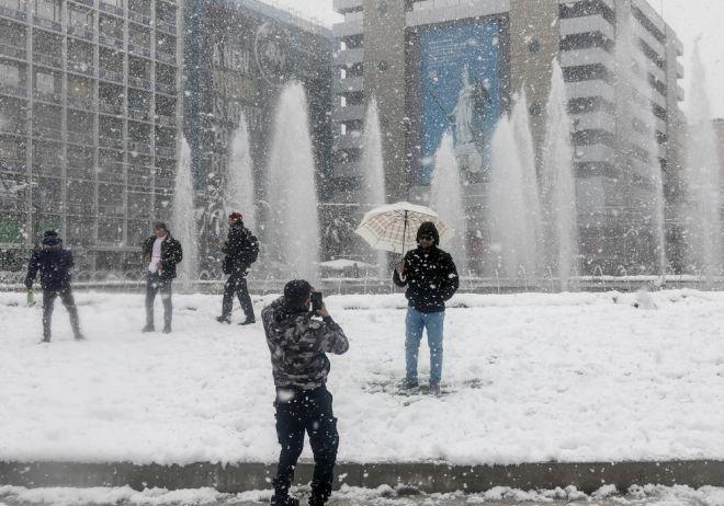 Η χιονισμένη Ομόνοια μετά την επέλαση της κακοκαιρίας Μήδεια