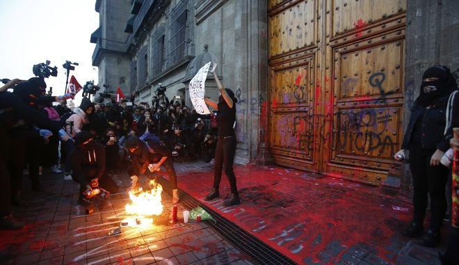 Από τη διαδήλωση στο Μεξικό.