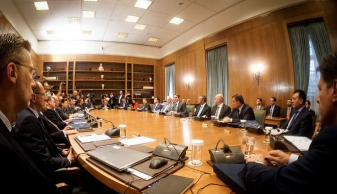 Καρέ από την πρώτη συνεδρίαση του υπουργικού συμβουλίου της κυβέρνησης Μητσοτάκη