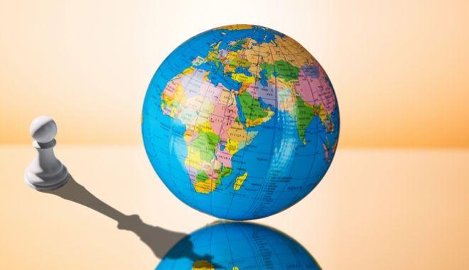 """""""Αιχμάλωτοι της γεωγραφίας"""": Η παγκόσμια πολιτική σκηνή σε 10 χάρτες"""