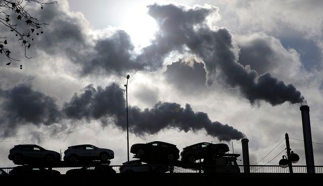 """Εργοστάσιο που """"καπνίζει"""""""