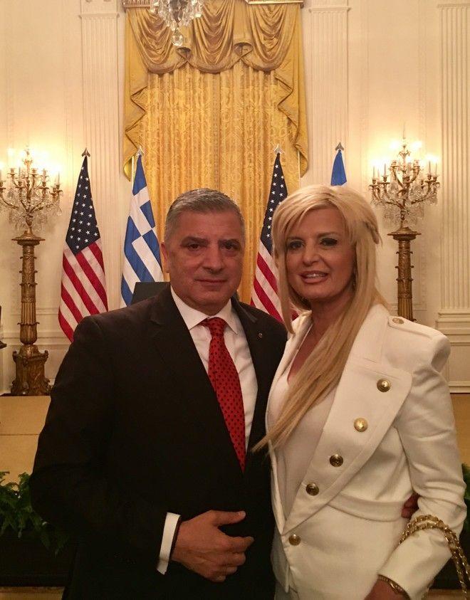 25η Μαρτίου: Το ζεύγος Πατούλη ποζάρει στο Λευκό Οίκο