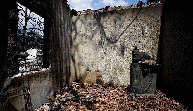 Εσωτερικό καμένου σπιτιού μετά την καταστροφική πυρκαγιά στο Μάτι