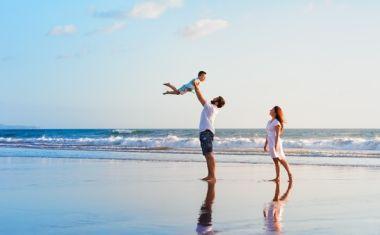 """""""Θέλω έναν σύντροφο να κάνουμε παιδί χωρίς να χάνω χρόνο"""": Η άνοδος της πλατωνικής συν-γονικής μέριμνας"""