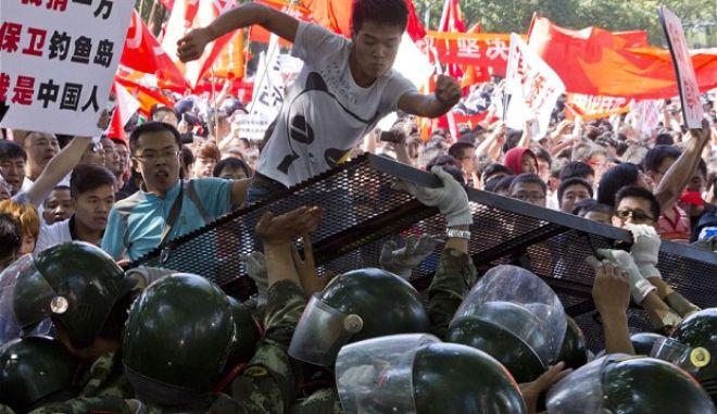 Αιματηρές συγκρούσεις στην Σινγιάνγκ