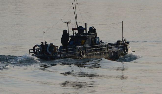 Νότια Κορέα: Προειδοποιητικές βολές κατά δύο βορειοκορεατικών σκαφών