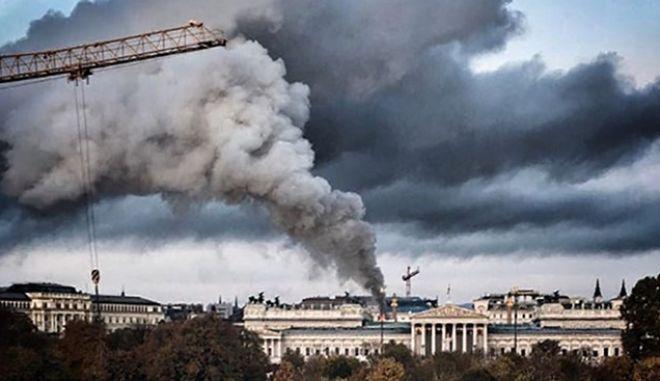 Φωτιά στο κοινοβούλιο της Βιέννης