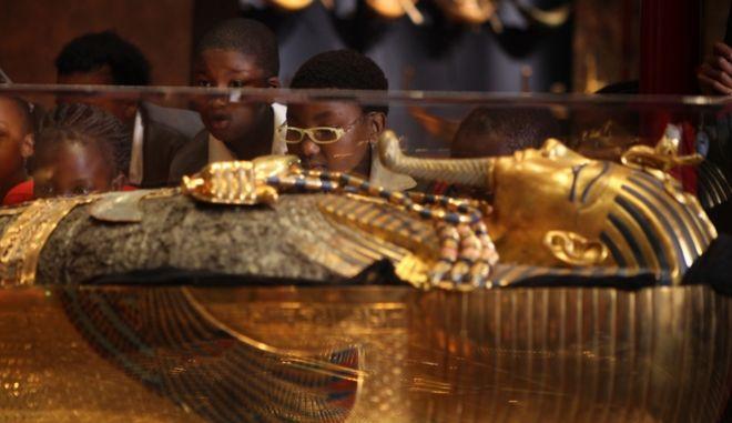 Αίγυπτος: Έξι μούμιες ανακαλύφθηκαν μέσα σε φαραωνικό τάφο