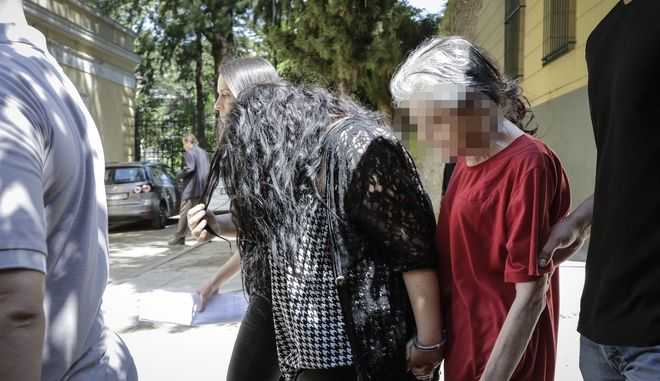 Η 19χρονη και η 54χρονη μητέρα της οδηγούνται σε ανακριτή και εισαγγελέα