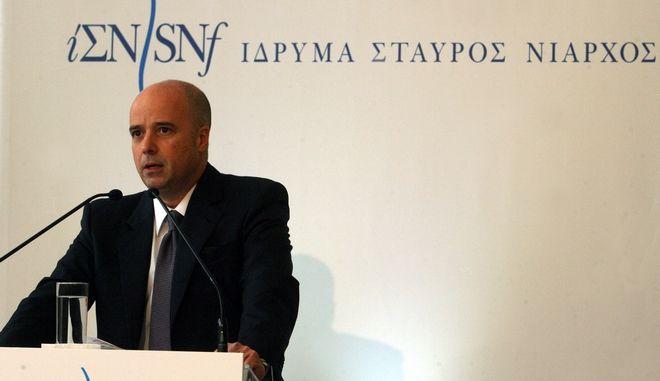 """Χαιρετισμός του πρωθυπουργού Αντ. Σαμαρά σε εκδήλωση του ιδρύματος Σταύρος Νιάρχος με θέμα """"Πρωτοβουλία ενάντια στην κρίση, ένας χρόνος δράσεων""""  στο Ζάππειο Μέγαρο.Στην φωτογραφία ο Πρόεδρος του ιδρύματος Ανδρέας Δρακόπουλοε  ,Δευτέρα 18 Φεβρουαρίου 2013. (EUROKINISSI/ΤΑΤΙΑΝΑ ΜΠΟΛΑΡΗ)"""