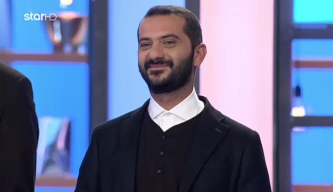 Κουτσόπουλος: Τραγουδάει Ρουβά και σερβίρει απολαυστικές ατάκες