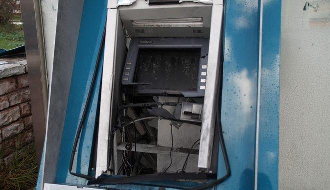 Ανατίναξη ΑΤΜ στο χωριό Κανάλι στην Πρέβεζα. Το περιστατικό σημειώθηκε γύρω στις 04:00 τα ξημερώματα της Πέμπτης 16 Νοεμβρίου 2017. Το μηχάνημα βρίσκεται στην κεντρική πλατεία του χωριού. (EUROKINISSI/ΓΙΩΡΓΟΣ ΕΥΣΤΑΘΙΟΥ)