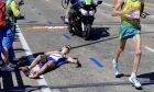 Η στιγμή που ο Αυστραλός Michael Shelley προσπερνά τον Σκοτσέζο Callum Hawkins και παίρνει το χρυσό στους Αγώνες της Κοινοπολιτείας 2018