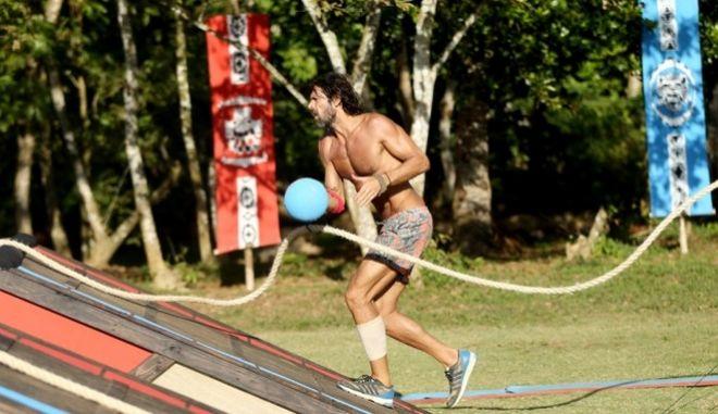 Survivor: Η πρώτη μέρα του Μαχητή Σπαλιάρα, οι μπηχτές και οι ίντριγκες