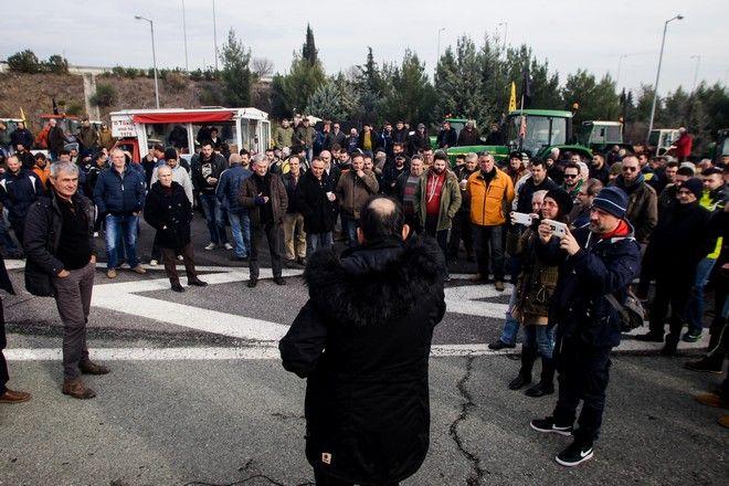 Μπλόκο των αγροτών από τη Θεσσαλία στον κόμβο της Νίκαιας στη Λάρισα, Δευτέρα 28 Ιανουαρίου 2019