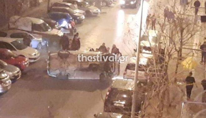 """Θεσσαλονίκη: Περίεργο τροχαίο στην Άνω Πόλη - Το όχημα ντεραπάρισε, η οδηγός """"εξαφανίστηκε"""""""