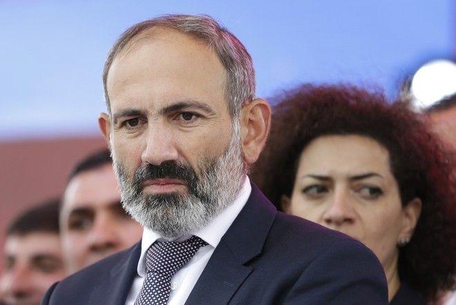 Ο Πασινιάν είναι πρώην δημοσιογράφος, ενώ αποτέλεσε τον αντιπολιτευτικό ηγέτη που προέτρεψε το κόσμο σε συνεχείς κινητοποιήσεις τις περασμένες εβδομάδες στην Αρμενία ως μοχλό πίεσης προς το κοινοβούλιο προκειμένου να εκλεγεί Πρωθυπουργός
