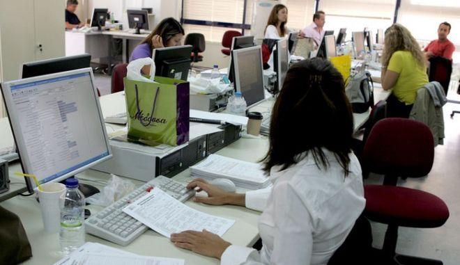 Πώς θα εφαρμοστεί το σχέδιο εξόδου 31.000 υπαλλήλων από το δημόσιο