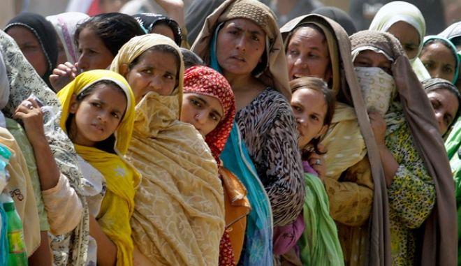 Πακιστάν: Με νομοσχέδιο ο ελαφρύς ξυλοδαρμός των γυναικών
