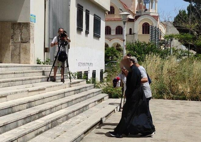 Αγρίνιο: Η σκοτεινή δράση του ιερέα - Σύλληψη μετά την συγκλονιστική καταγγελία στο Ladylike.gr
