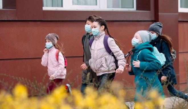 Παιδιά με μάσκες στις ΗΠΑ