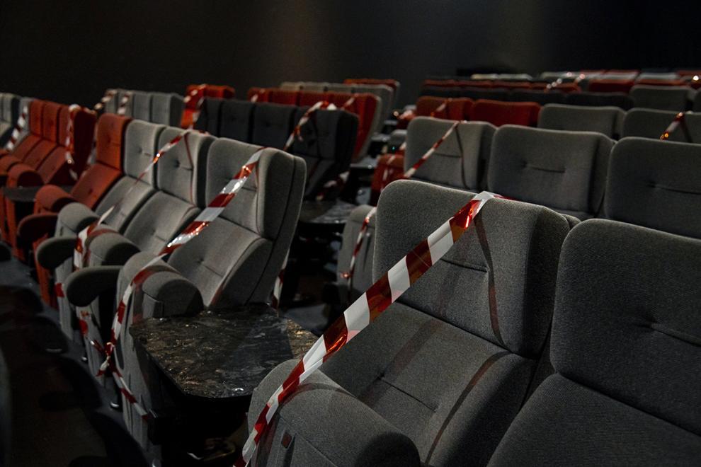 Τέρμα τα θαύματα, τα σινεμά κλειστά