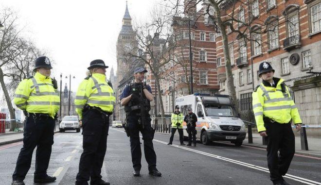 Επίθεση στο Λονδίνο: Νέες συλλήψεις. Δύο τραυματίες σε κρίσιμη κατάσταση