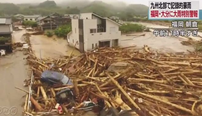 Θεομηνία στην Ιαπωνία: 400.000 άφησαν τα σπίτια τους, 10 αγνοούνται