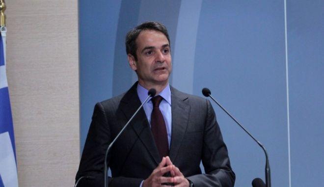 ΝΔ: Από τη 'Συμφωνία αλήθειας' στο 'Οι Έλληνες αξίζουμε καλύτερα'
