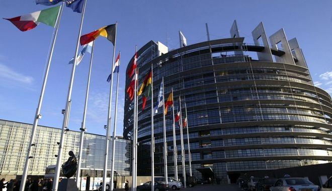 Σε ισχύ για 6 μήνες ακόμα οι οικονομικές κυρώσεις της ΕΕ σε βάρος της Ρωσίας