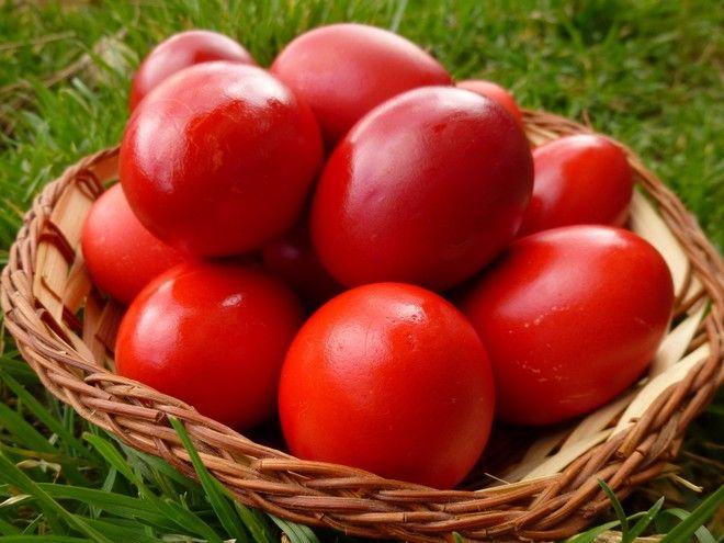 Τα έθιμα της Μεγάλης Πέμπτης: Κόκκινα αυγά, κουλούρια και τσουρέκια
