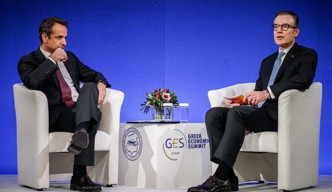 """Ο πρωθυπουργός Κυριάκος Μητσοτάκης σε ανοιχτή συζήτηση με τον Πρόεδρο του Ελληνο-Αμερικανικού Εμπορικού Επιμελητηρίου,Νίκο Μπακατσέλο στο πλαίσιο του επίσημου δείπνου του -""""30ο GREEC ECONOMIC SUMMIT-Turning the Odds"""""""