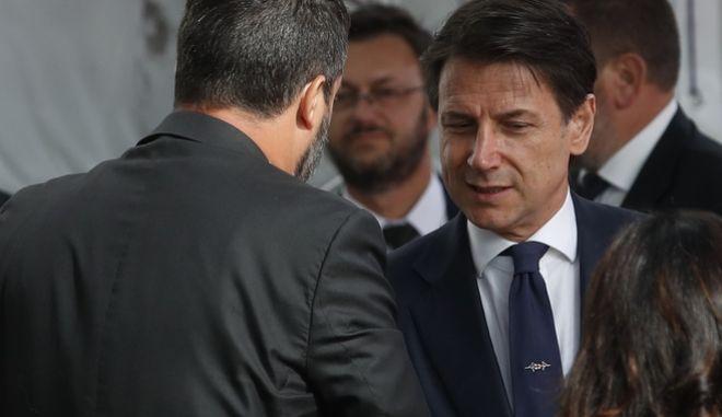 O ιταλός πρωθυπουργός Τζουζέπε Κόντε με τον Ματέο Σαλβίνι.