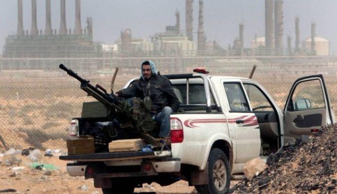 Λιβύη: Επιθέσεις του ΙΚ με στόχο την κατάληψη πετρελαϊκών σταθμών