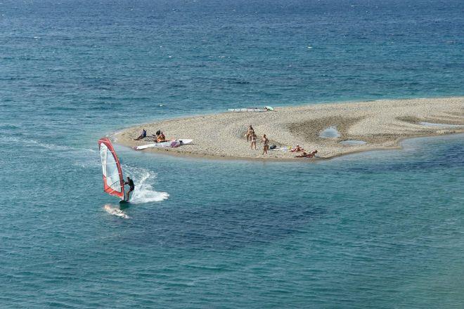 Μεγάλη Άμμος: Τι παίζει γύρω από την πιο πολυσυζητημένη παραλία του καλοκαιριού;