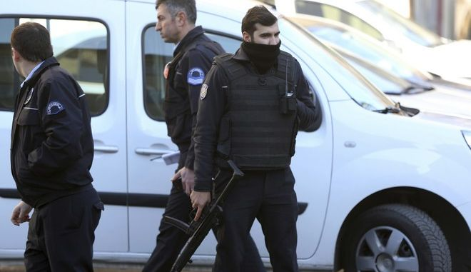 Armed police officers stand outside Istanbul's Cerrahpasa hospital, Wednesday Feb. 1, 2017. Turkish media reports say an armed man is holding a number of doctors and other staff hostage at the hospital in Istanbul. (AP Photo/Lefteris Pitarakis)