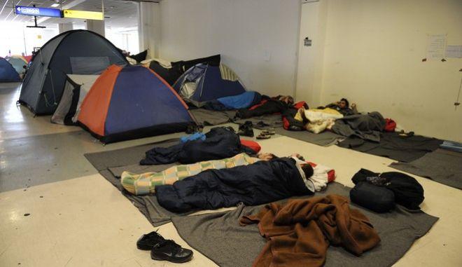 Στιγμιότυπα από τις εγκαταστάσεις του παλιού αεροδρομίου στο Ελληνικό,όπου διαμένουν περίπου 6.000 πρόσφυγες και μετανάστες στην πλειονότητά τους Αφγανοί,Τετάρτη 13 Απριλίου 2016 (EUROKINISSI)