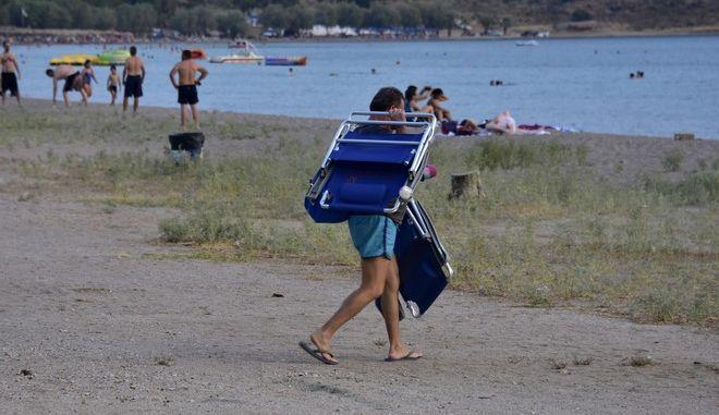 Εικόνα από την παραλία της Καραθώνας στο Ναύπλιο