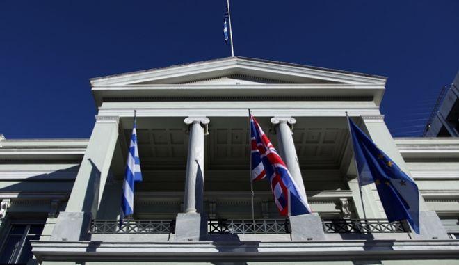 Το ΥΠΕΞ καταδικάζει το βανδαλισμό μνημείου Καβαλιωτών Εβραίων