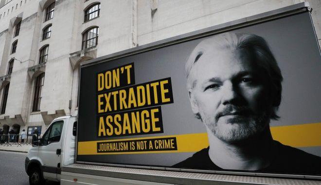 Ψυχίατρος που κατέθεσε στην τελευταία δίκη του Τζούλιαν Ασάνζ επισήμανε πως ο συνιδρυτής των Wikileaks ζει με παραισθήσεις, εξαιτίας και των ατελείωτων ωρών που έχει περάσει στην απομόνωση.