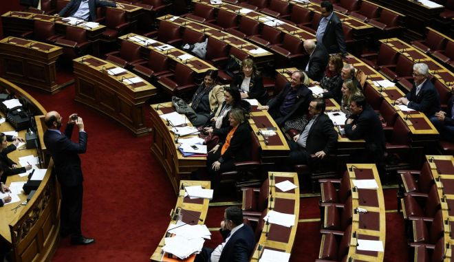 Single conversation and vote plenary sitting on civil partnership expansion to same sex couples, in Athens, on Dec. 22 2015 /               ,  ,  22  2015