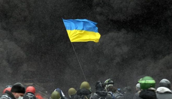 Χάος στην Ουκρανία: Διαδηλωτές και δυνάμεις ασφαλείας χωρισμένοι από παραπέτασμα φωτιάς