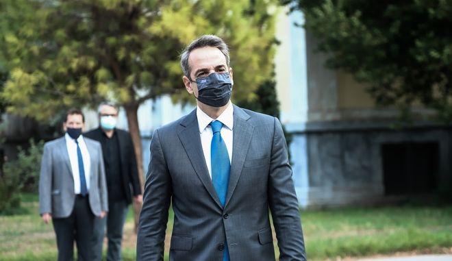 Κατάθεση στεφάνου στο Πολυτεχνείο από τον Πρωθυπουργό Κυριάκο Μητσοτάκη, την Τρίτη 17 Νοεμβρίου 2020. (EUROKINISSI/ΑΝΔΡΕΑΣ ΠΑΠΑΚΩΝΣΤΑΝΤΙΝΟΥ)