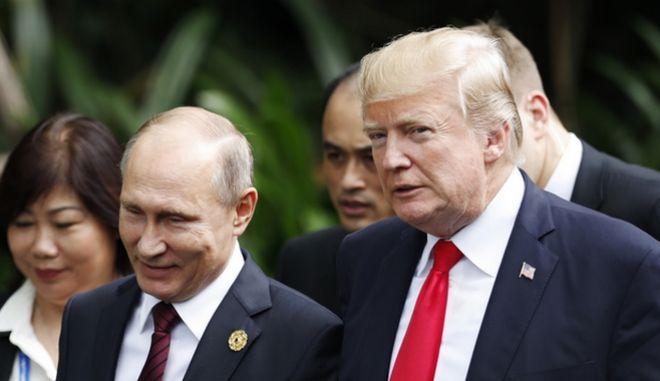 Ο Ρώσος πρόεδρος Βλαντίμιρ Πούτιν και ο πρόεδρος των ΗΠΑ Ντόναλντ Τραμπ