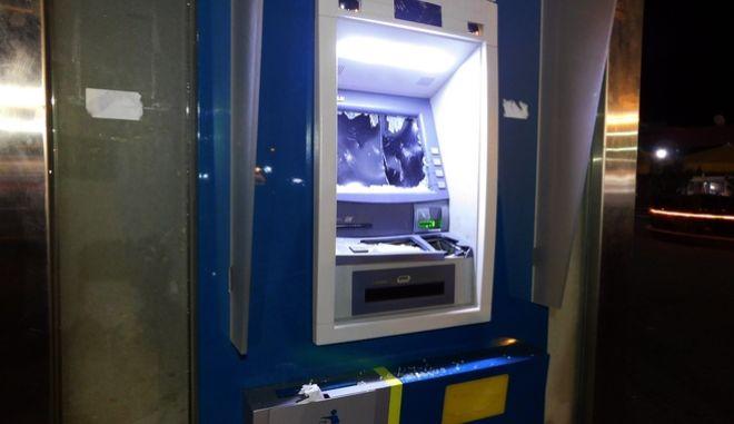 Κατεστραμμένο ATM έξω από υποκατάστημα τράπεζας (Φωτό Αρχείου)