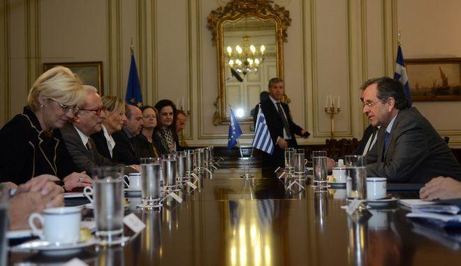 Συνάντηση του πρωθυπουργού ΑΝτ. Σαμαρά με τον πρόεδρο της Ομάδας των Σοσιαλιστών και Δημοκρατών του Ευρωπαϊκού Κοινοβουλίου, Χάνες Σβόμποντα την Δευτέρα 2 Δεκεμβρίου 2013, στο Μέγαρο Μαξίμου (EUROKINISSI/ΓΟΥΛΙΕΛΜΟΣ ΑΝΤΩΝΙΟΥ)