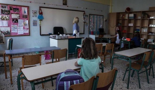 """Μάσκα στο σχολείο: Ένα """"αλφαβητάρι"""" για παιδιά, εκπαιδευτικούς και γονείς"""