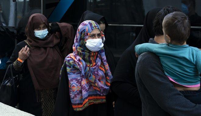Αφγανοί πρόσφυγες που φεύγουν από την Καμπούλ